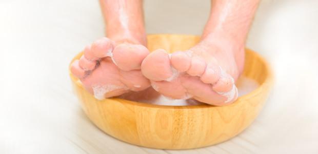 Gorąca kąpiel stóp na przeziębienie